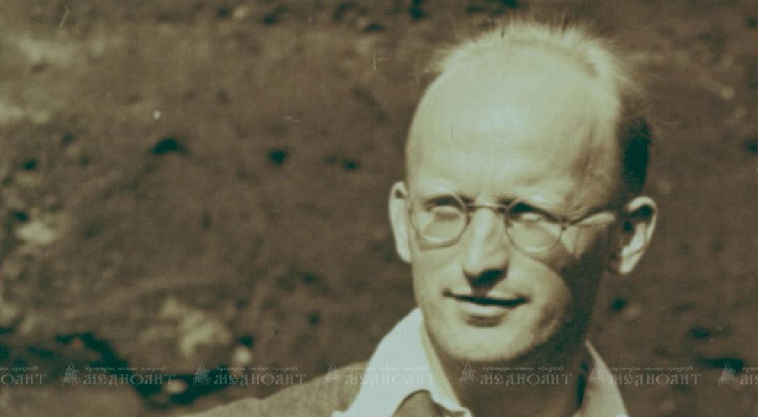 Первые раскопки под руководством своего учителя А.В. Арциховского Колчин провел в 1940 году в Звенигороде