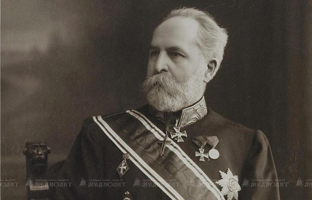 Переехав в Петербург, Н.П. Лихачёв начал собирать книги